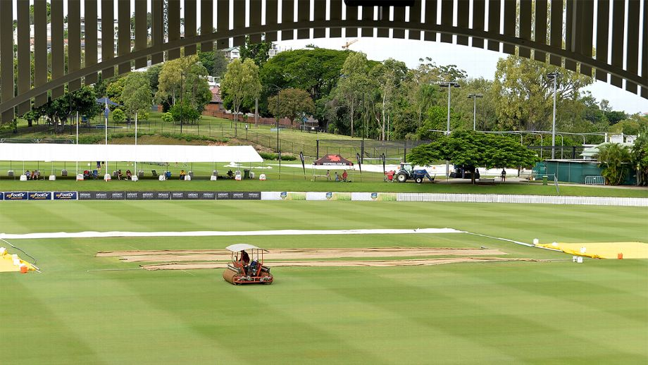 No play possible on day one, despite mostly clear conditions in Brisbane; overnight rain and a wet outfield get in the way at Allan Border Field
