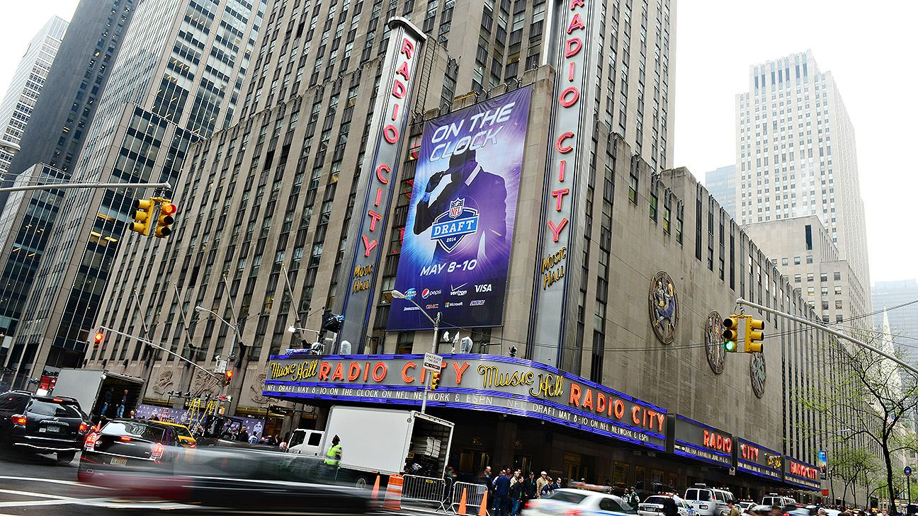 L.A. or Chicago to host 2015 draft