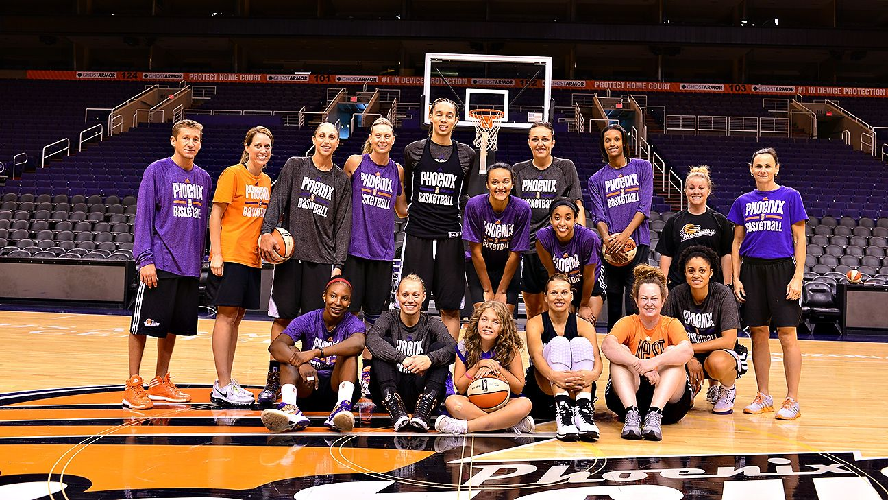 Phoenix Mercury get big hand from honorary assistant coach and 11-year-old Mia McPoland