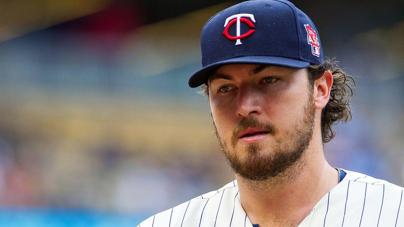 San Diego Padres get RHP Phil Hughes from Minnesota Twins for young catcher