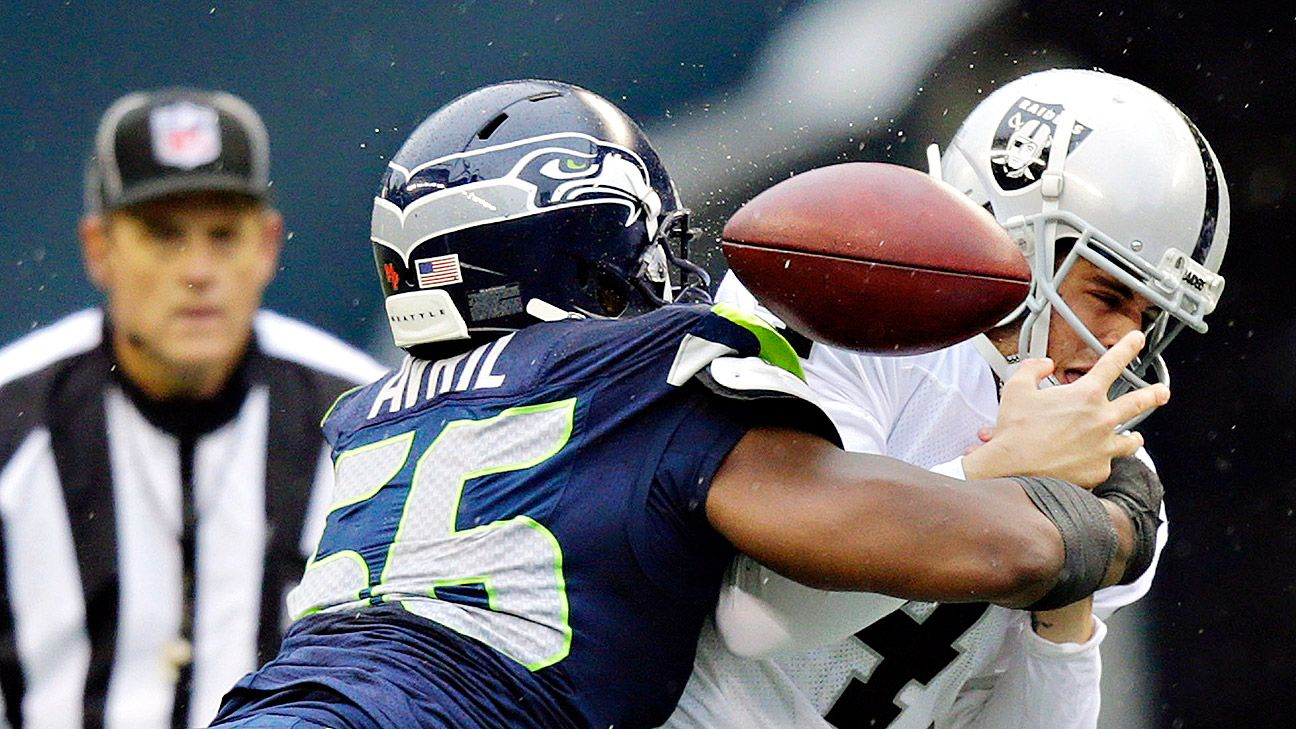 Seahawks extend Cliff Avril 4 years
