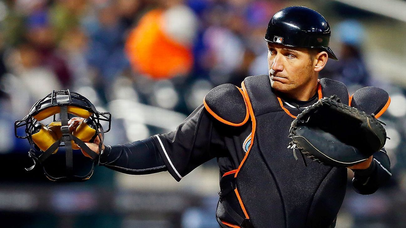 Jeff Mathis, Texas Rangers agree on two-year contract