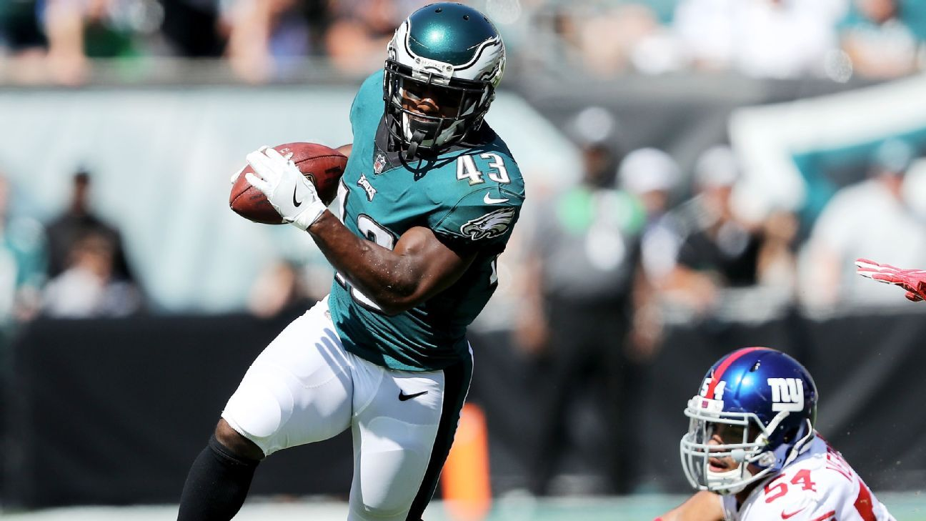 Eagles running back Darren Sproles originally hurt his hamstring in practice leading into Week 2 and injured it again in Wednesday's practice, according to sources.