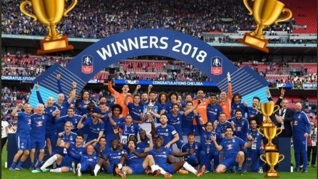 Chelseas Willian Hides Antonio Conte Behind Trophy Emojis In FA Cup Pic