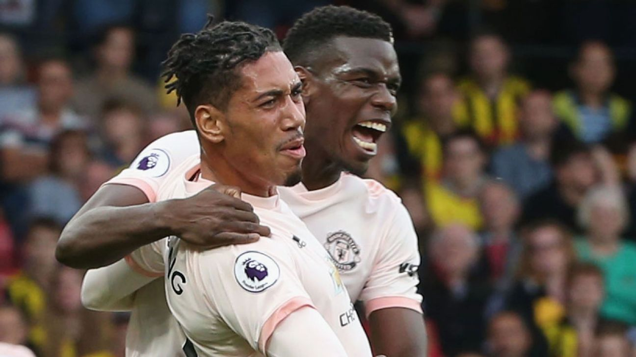 Smalling, De Gea come up big as United hold on