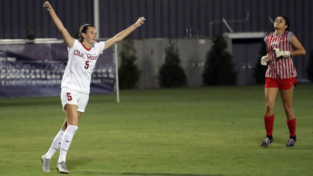 Kizer's hat trick helps Rebels rout Lady Toppers