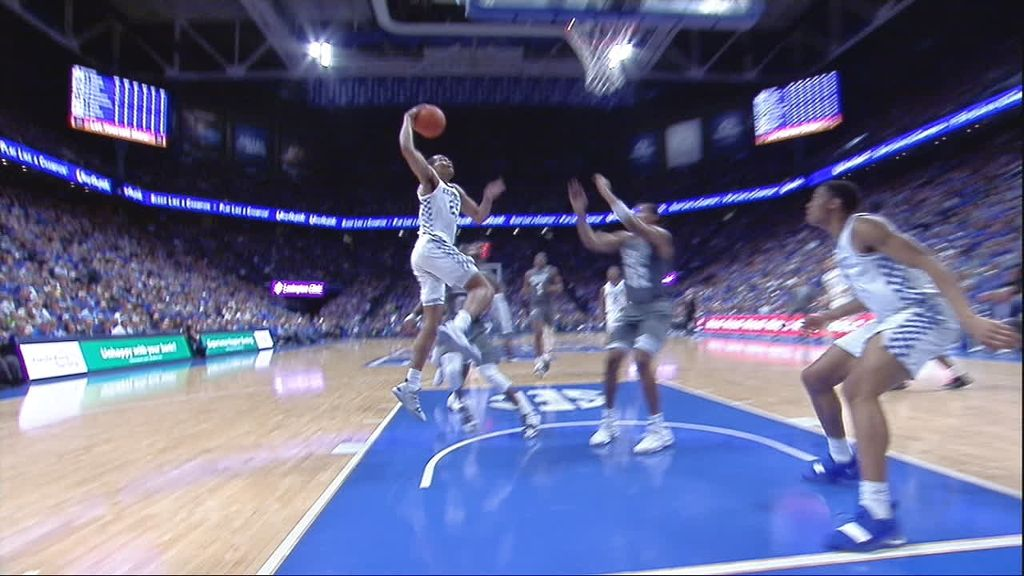 Washington rocks rim with one-handed Wildcats dunk