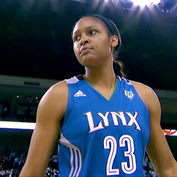 Maya Moore re-signs with Minnesota Lynx