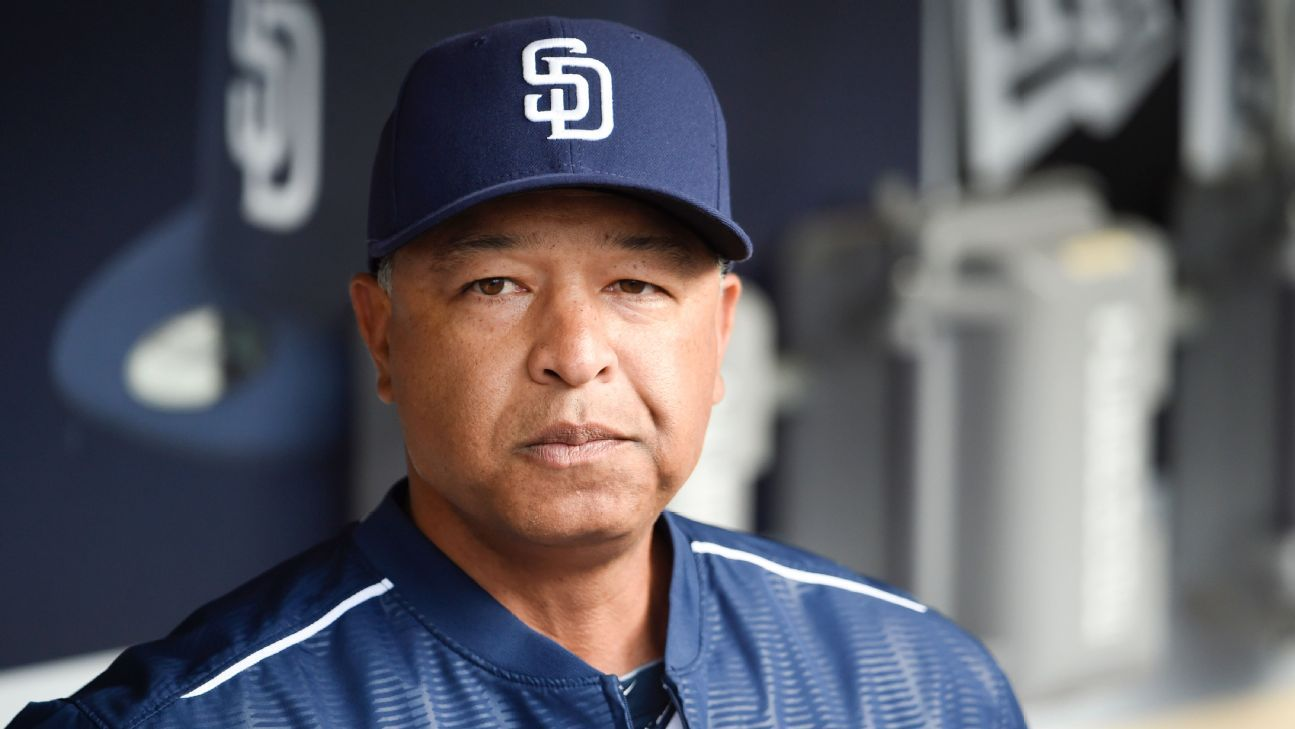 los angeles dodgers hire dave roberts  manager