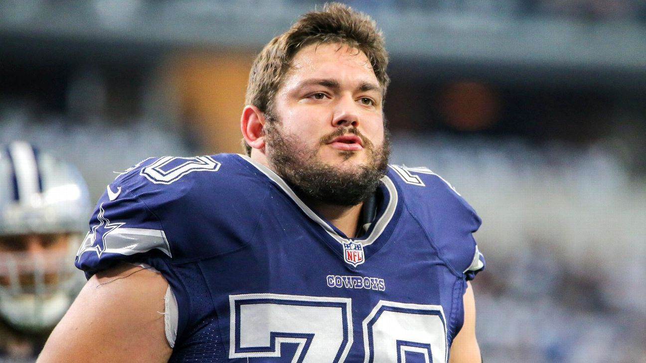 Zack Martin of Dallas Cowboys with a knee injury