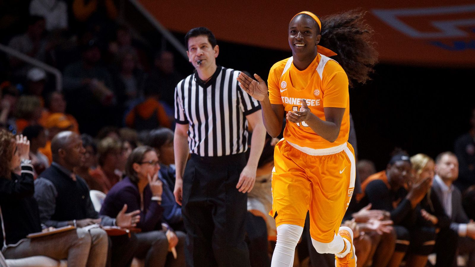 No. 7 Tennessee cruises past Long Beach State