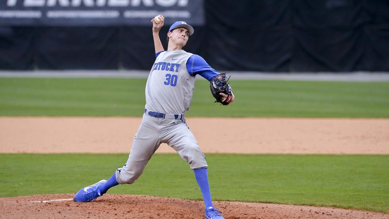 No. 8 Kentucky dominates Wofford 6-1 in season opener