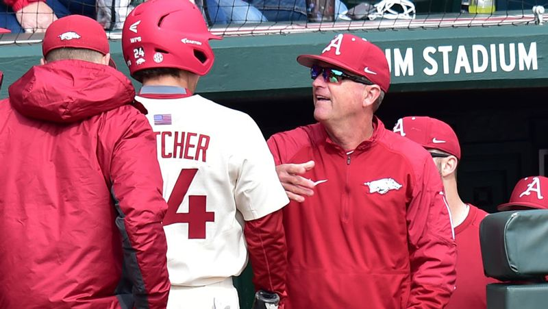 No. 6 Arkansas defeats San Diego State 5-2