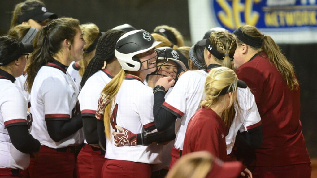 No. 17 South Carolina breezes past No. 22 Ole Miss 7-3