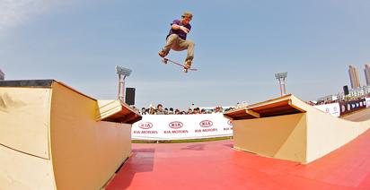 Carlos De Andrade lays it down in Shanghai.