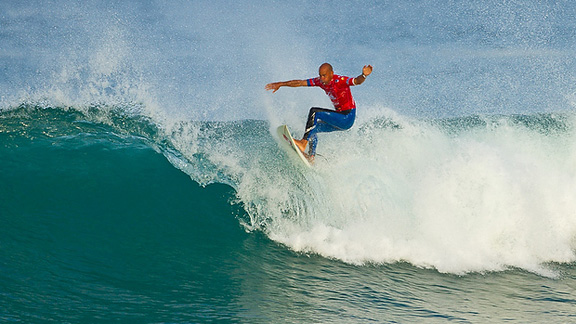 Kelly Slater floats on to Round 3.