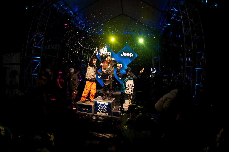 Snowboard SuperPipe podium