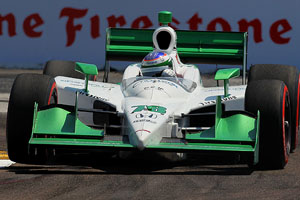 Simona de Silvestro finished fourth in the season-opening event in St. Petersburg, Fla., making veteran Tony Kanaan work hard to hold on to third.
