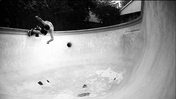 Rick Charnoski digs into a backside slasher in a deep backyard pit.