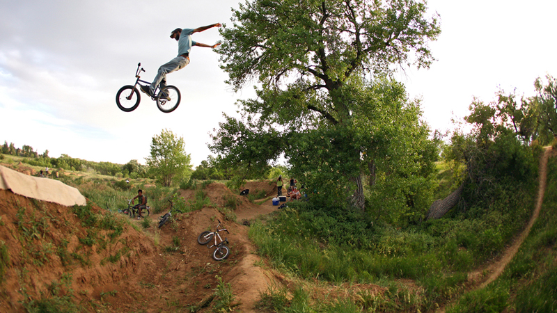 Ian Platt, suicide no-hander at The V in Denver, Colo. a class=launchGallery href=http://espn.go.com/action/photos/gallery/_/id/6783211/july-4th-v-dirt-trails-jam-denver-coloiLaunch Gallery »/i/a