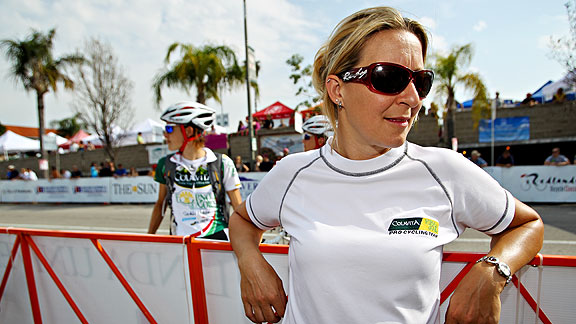 Rachel Heal is one of the few women in the world to be in charge of a cycling team, with the title of idirecteur sportif/i.