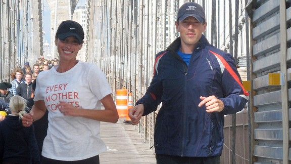 Turlington Burns takes a training run across the Brooklyn Bridge with Team Every Mother Counts co-captain Nick Newbold.