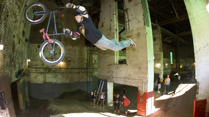 /photo/2011/1107/as_bmx_cody1_800.jpg