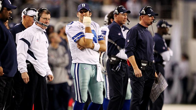 Romo injures hand
