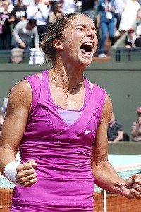 Sara Errani's court smarts helped her upset 10th-seeded Angelique Kerber, 6-3, 7-6 (2).