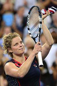 Kim Clijsters acknowledges the fans after her straight-sets victory Monday.