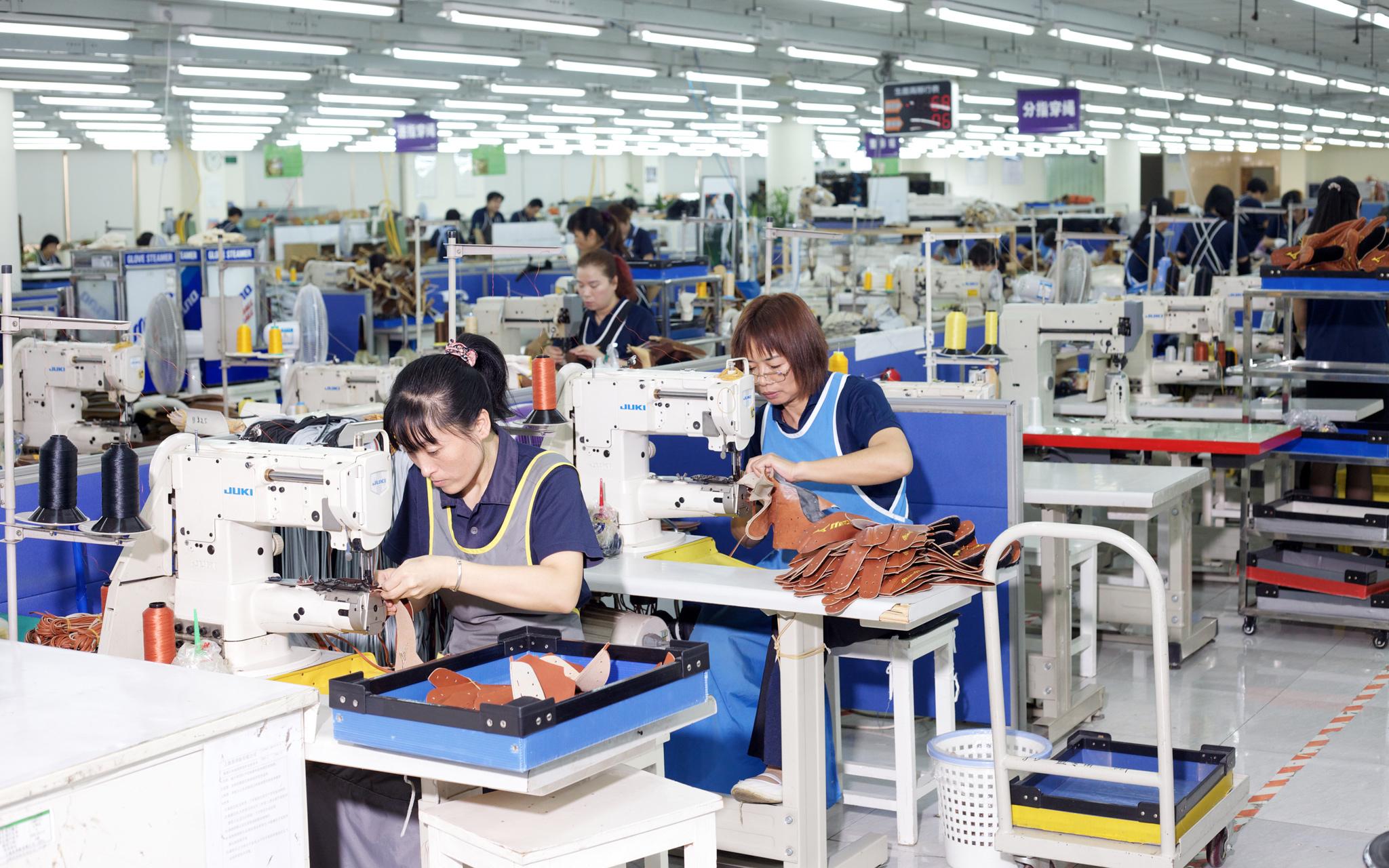 Mizuno Baseball Glove Factory