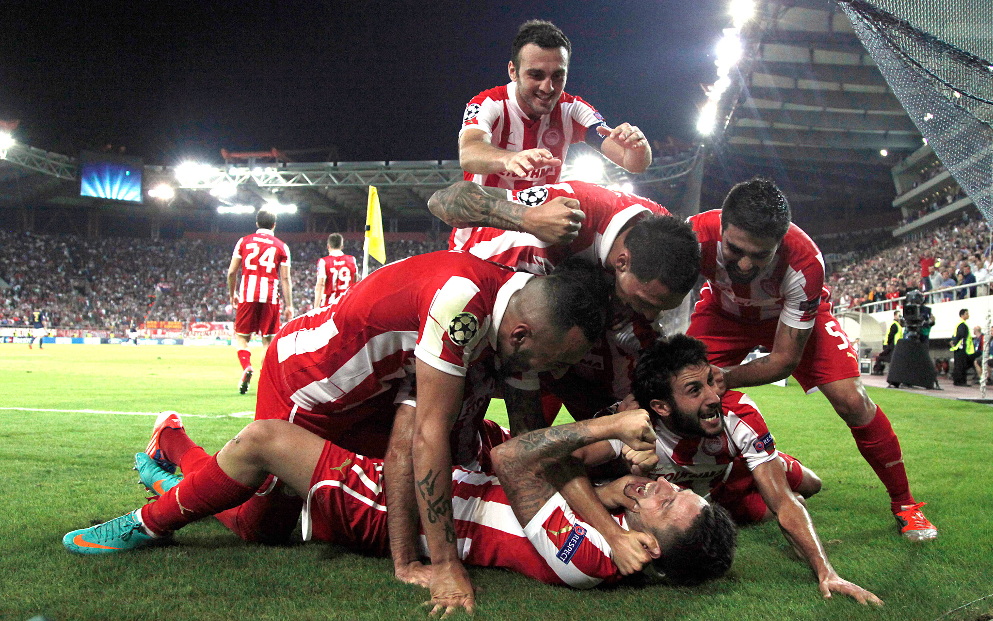 Olympiakos' players celebrate
