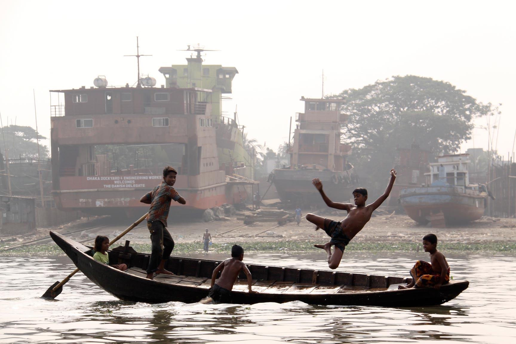 Bangladesh Boat Jumpers