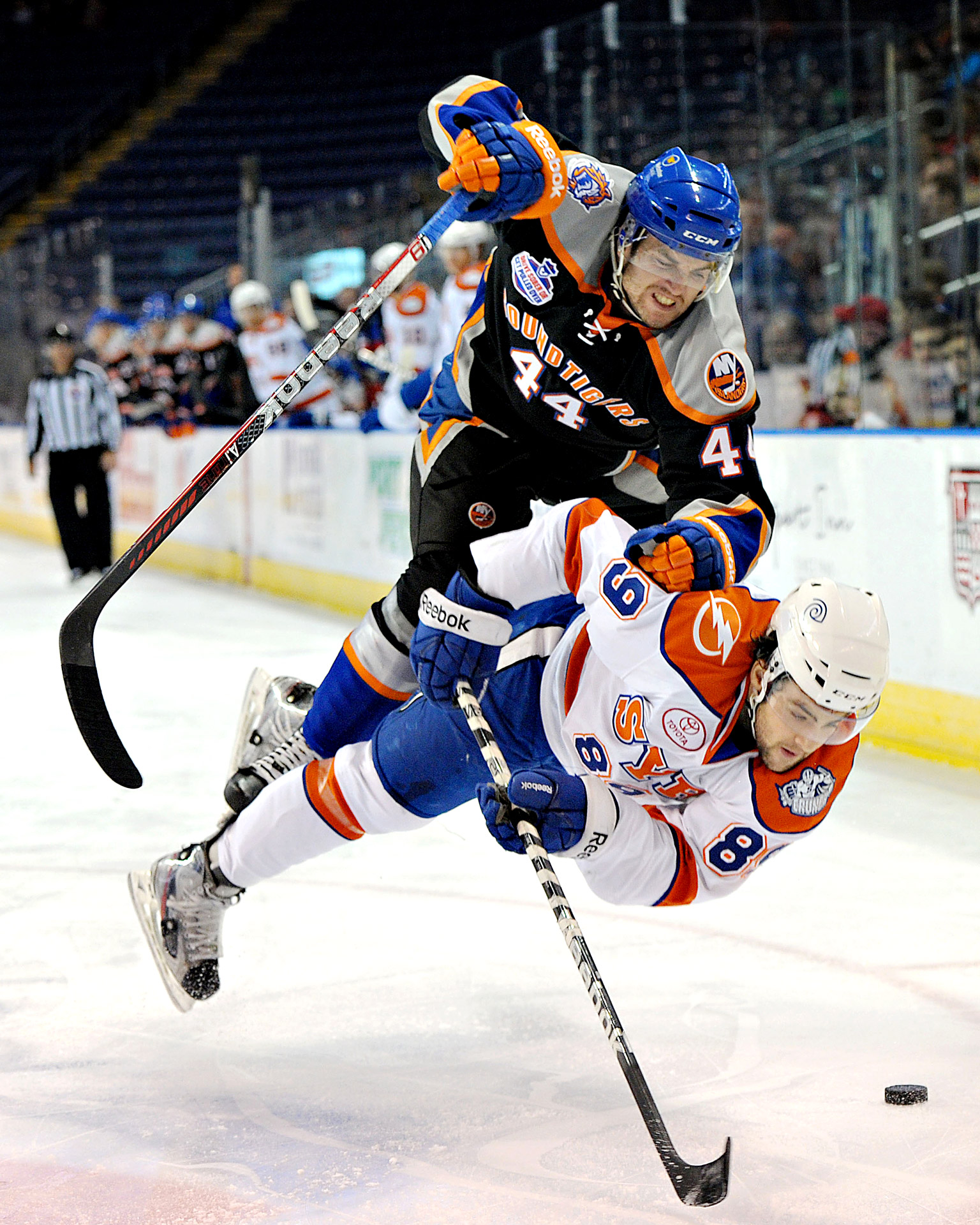Bridgeport Sound Tigers vs Syracuse Crunch