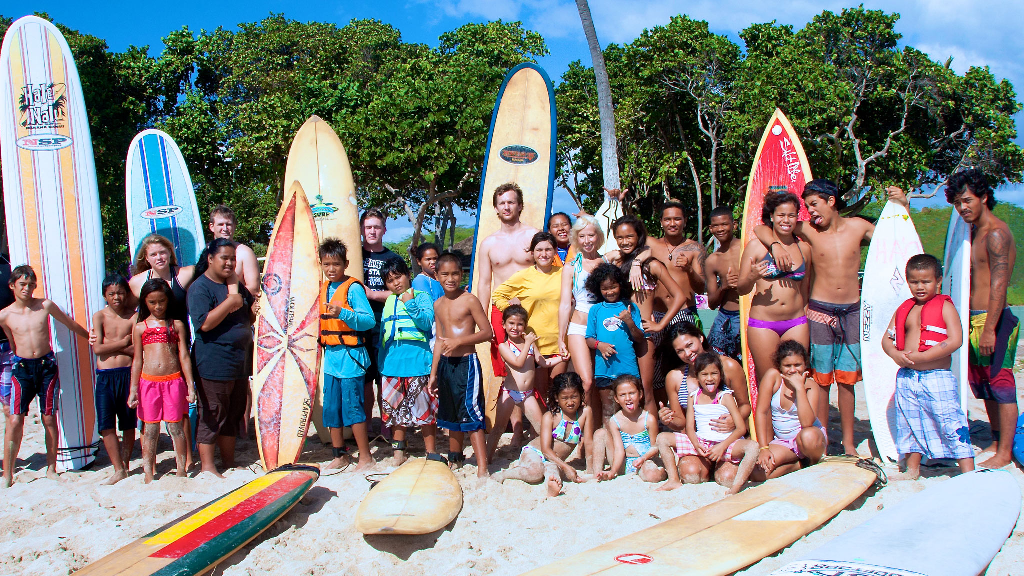 Ocean Lotus Hawaii founder Nichole DeWald poses with her fellow volunteers and the keiki after a session in Waikiki.