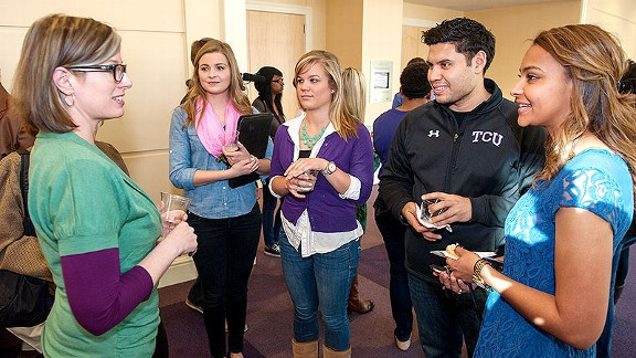 espnW contributor Jane McManus speaks with TCU sports journalism students.