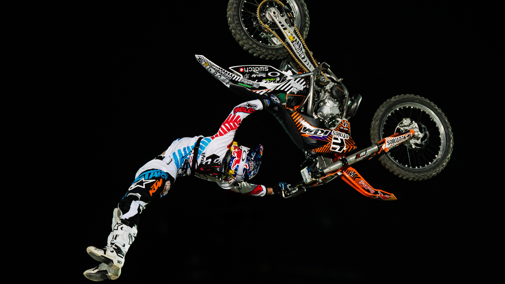 osaka 39 s taka higashino wins red bull x fighters in japanese hometown. Black Bedroom Furniture Sets. Home Design Ideas