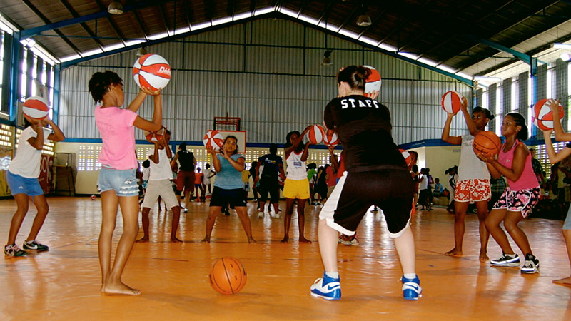 A pair of former Stanford players are trying to help young girls learn about basketball through clinics.