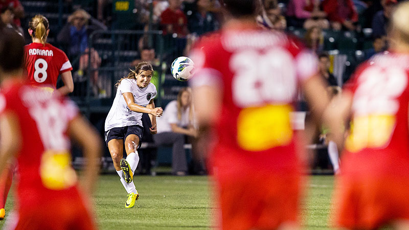 Portland Thorns FC's Tobin Heath sends a free kick in for the first goal of NWSL championship.