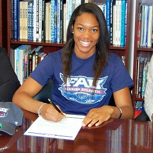 Lauren Williams, a three-star 5-foot-7 guard, signed a national letter of intent to play at Florida Atlantic. I could not be more excited to coach Lauren and believe she will be a great addition for us on both sides of the ball, Florida Atlantic coach Kellie Lewis-Jay said. I(Photo Courtesy Lauren Williams)/I