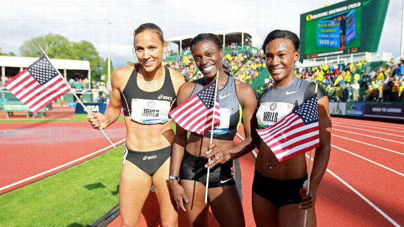 Determined to avenge her 2008 Olympic disappointment, Jones qualified for the 2012 London Olympics alongside Dawn Harper, center, and Kellie Wells, right. (Photo: Andy Lyons/Getty Images)