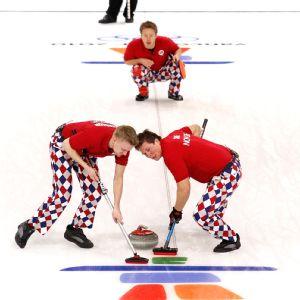 Norwegian curling