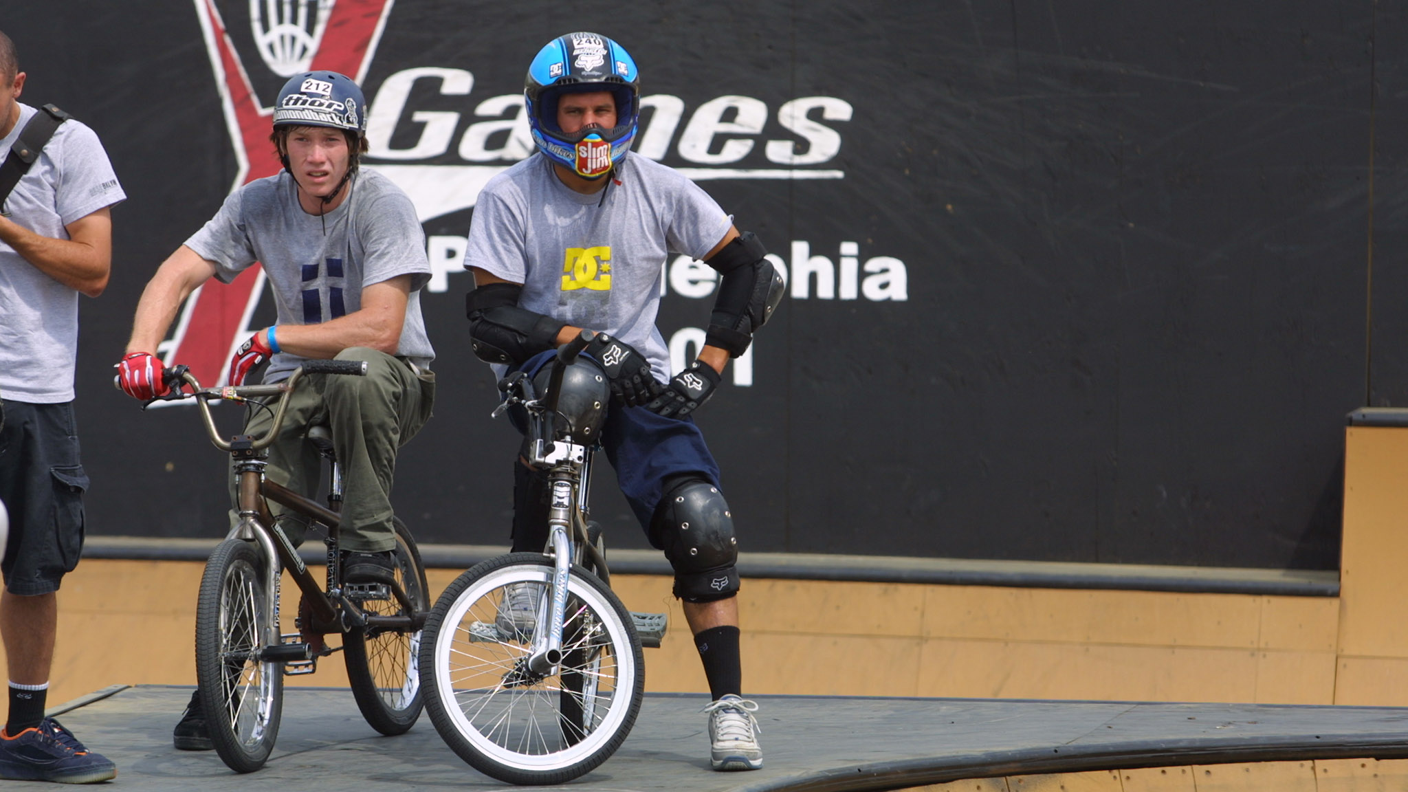 Dave Mirra and his signature visor-less full face helmet at an early X Games BMX Park competition.