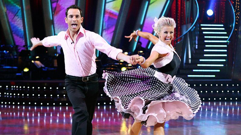 Three-time Indianapolis 500 winner Helio Castroneves took a break from the racetrack to put on his dancing shoes. Fresh off her title with Apolo Anton Ohno in Season 4, dancer Julianne Hough celebrated her second straight ballroom win with the charismatic driver. Despite having a lower average score than runners-up Spice Girl Mel B and Maksim Chmerkovskiy, Castroneves was the overwhelming fan favorite and received enough votes from those at home to secure the victory.