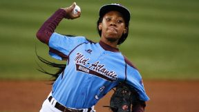Mo'ne Davis will donate the jersey she wore in becoming the first girl to win a game at the Little League World Series.