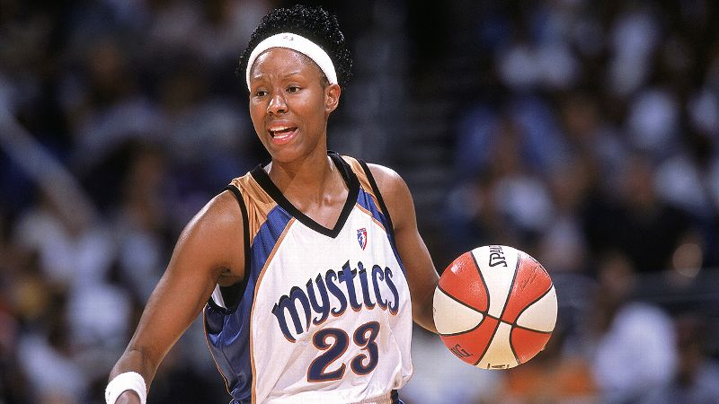 She helped lead Tennessee to three straight NCAA championships (1996-1998).