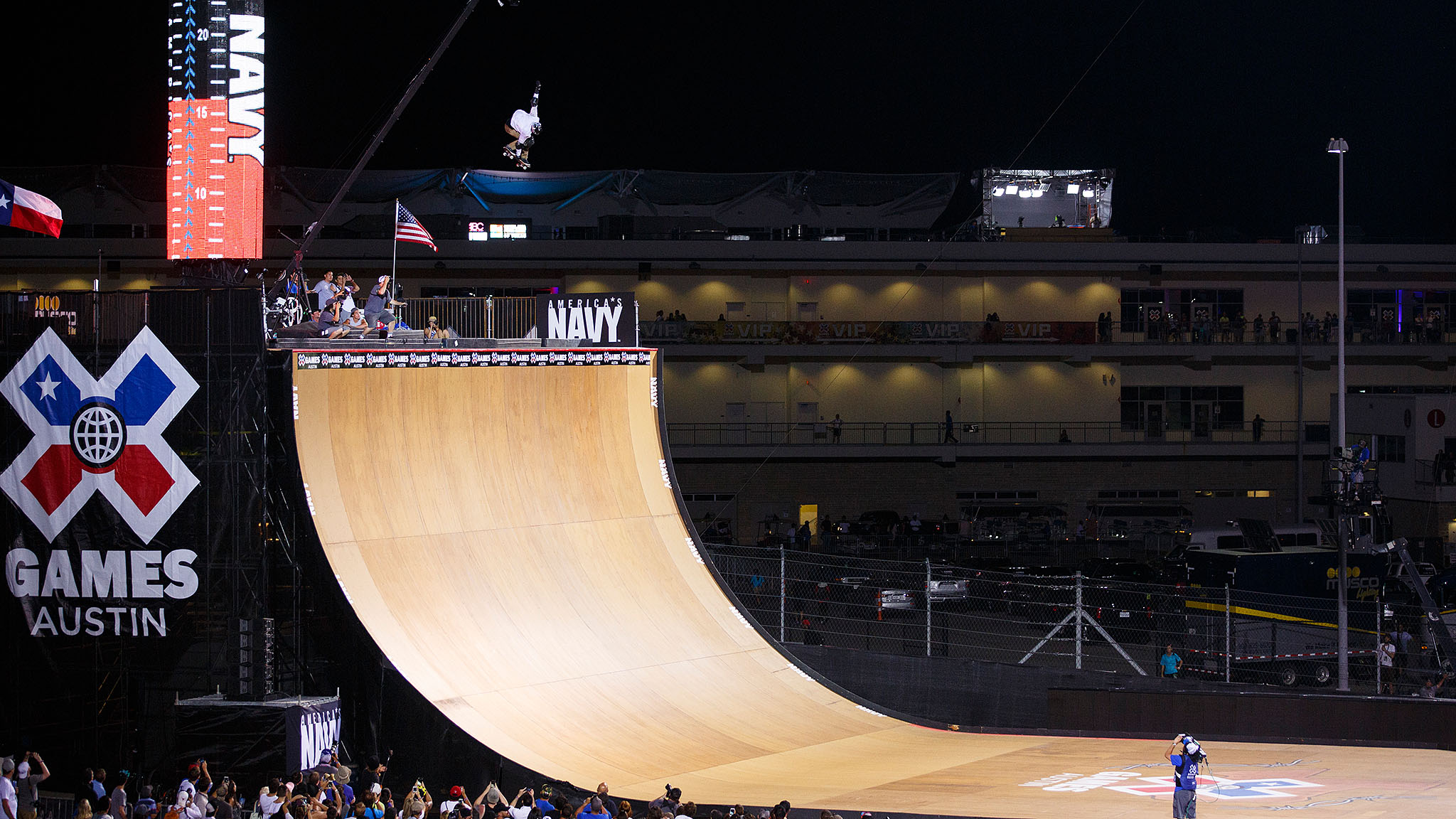 America's Navy Skateboard Big Air closed down an action-packed Friday night on Day 2 of X Games Austin 2015. Of the 10 competitors -- four of them teenagers -- who took to the MegaRamp, all had what it took to podium, but MegaRamp godfather Bob Burnquist claimed the gold in the end. It was his eighth Big Air gold, and his 28th career X Games medal.