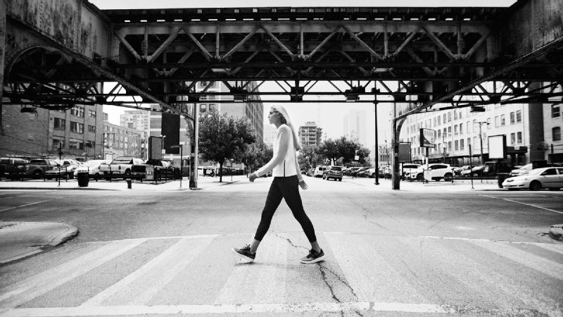 Elena Delle Donne travels the Chicago streets in her Nike Tech Fleece top.