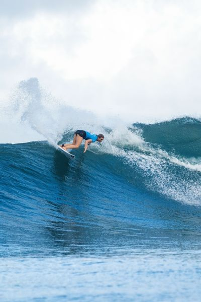 Bronte Macaulay's father, Dave, is a surfing legend from the '80s and '90s -- and now coaches her on tour.