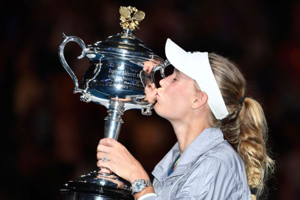 Caroline Wozniacki won her first Grand Slam singles title in her 43rd major with a 7-6 (2), 3-6, 6-4 win over Simona Halep in the Australian Open final on Saturday.